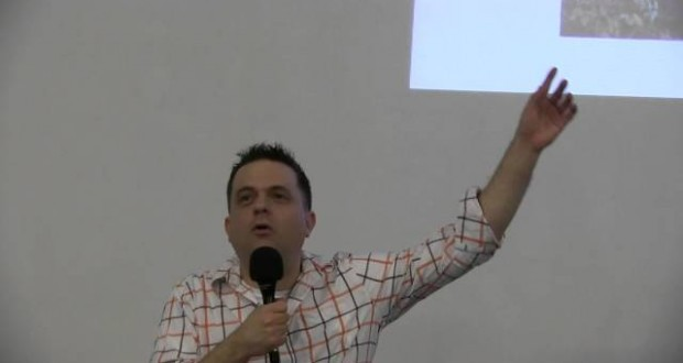 Întâlnire apologetica cu Luke Cawlei