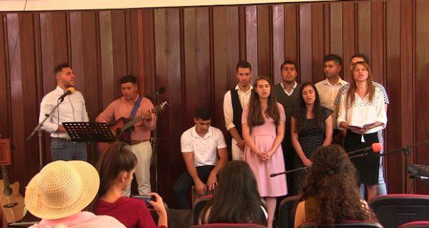 Tinerii din Biserica CDE Prundu